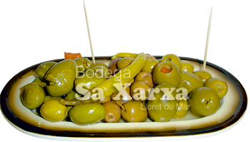 tapa plat assortiment d'olives